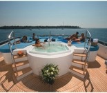 Motor Yacht Alibi - Deck Spa Pool